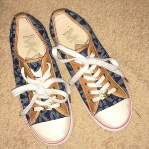 EUC Michael Kors Teenis Shoes